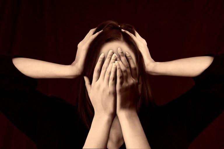 3 szybkie sposoby na ukojenie nerwów w stresującej sytuacji