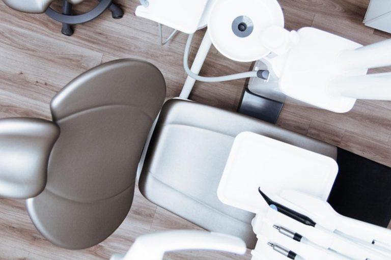 Co powinno się znaleźć w każdym porządnym gabinecie dentystycznym?