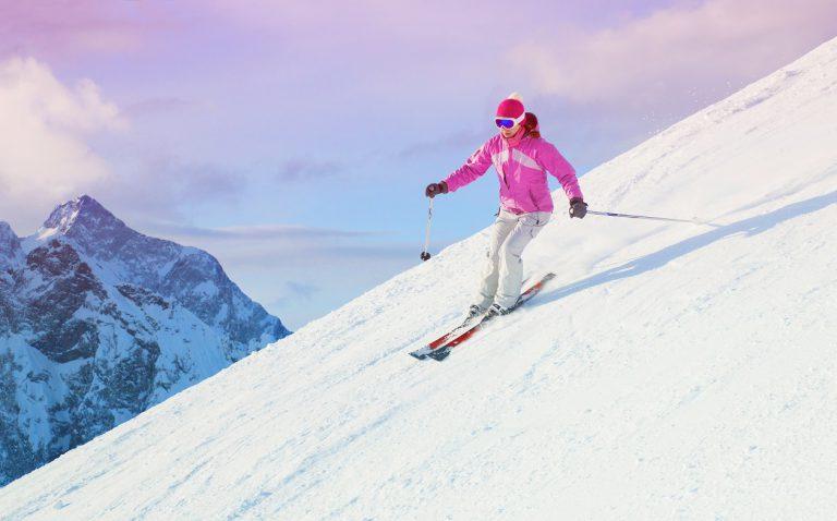 Posezonowe wyprzedaże dla narciarzy. Co warto kupić?