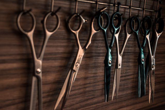 jak samemu obciąć włosy
