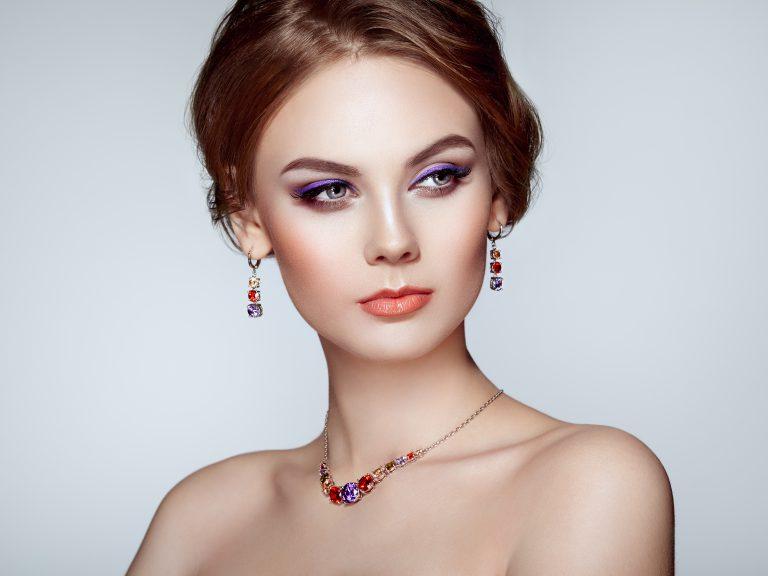Naszyjniki damskie – perfekcyjne dopełnienie stylizacji