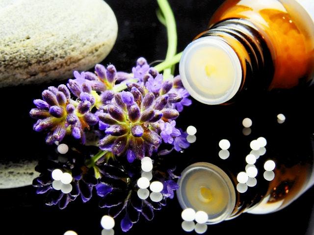 Aromaterapia we własnym domu – jak stosować olejki eteryczne?